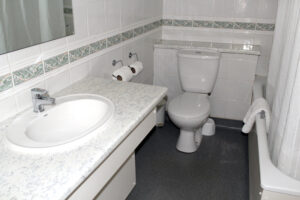 Budget-Hotel-Leeds-Bathroom