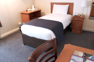 Budget-Hotel-Leeds-single-room2